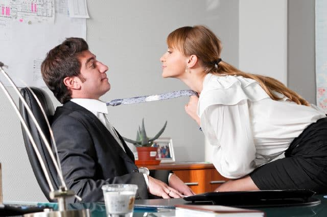 How To Have A Discreet Office Hookup - SexSearch